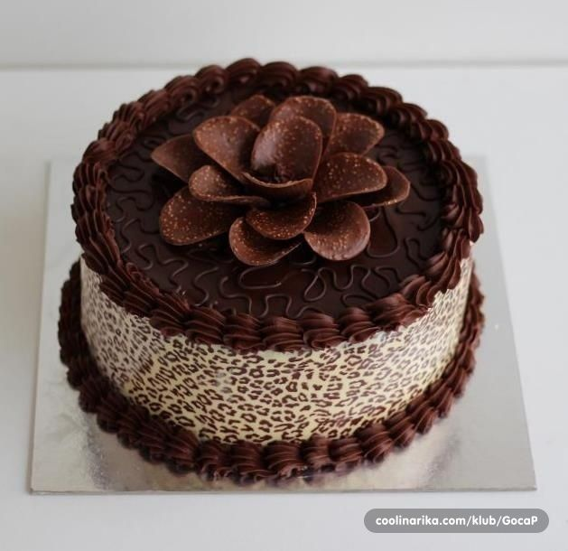 Simple Chocolate Cake Decorating Ideas Flake White Icing