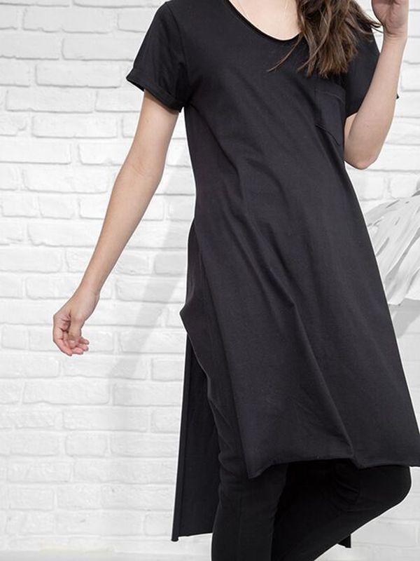 Maxi T-Shirt 012 Basic - T-Shirt em algodão.  Gola redonda.  Aplicações de símbolos em metal.