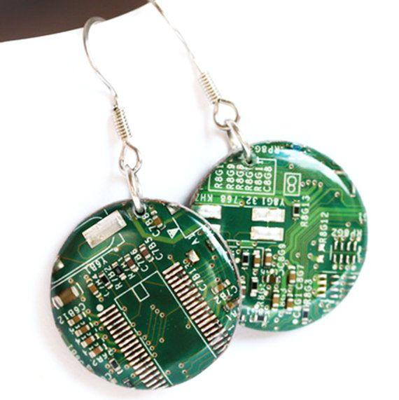 Автоматични борда обеци - шантавите обеци - рециклирани компютърни - кръг Dangle обици - 23 мм, смола