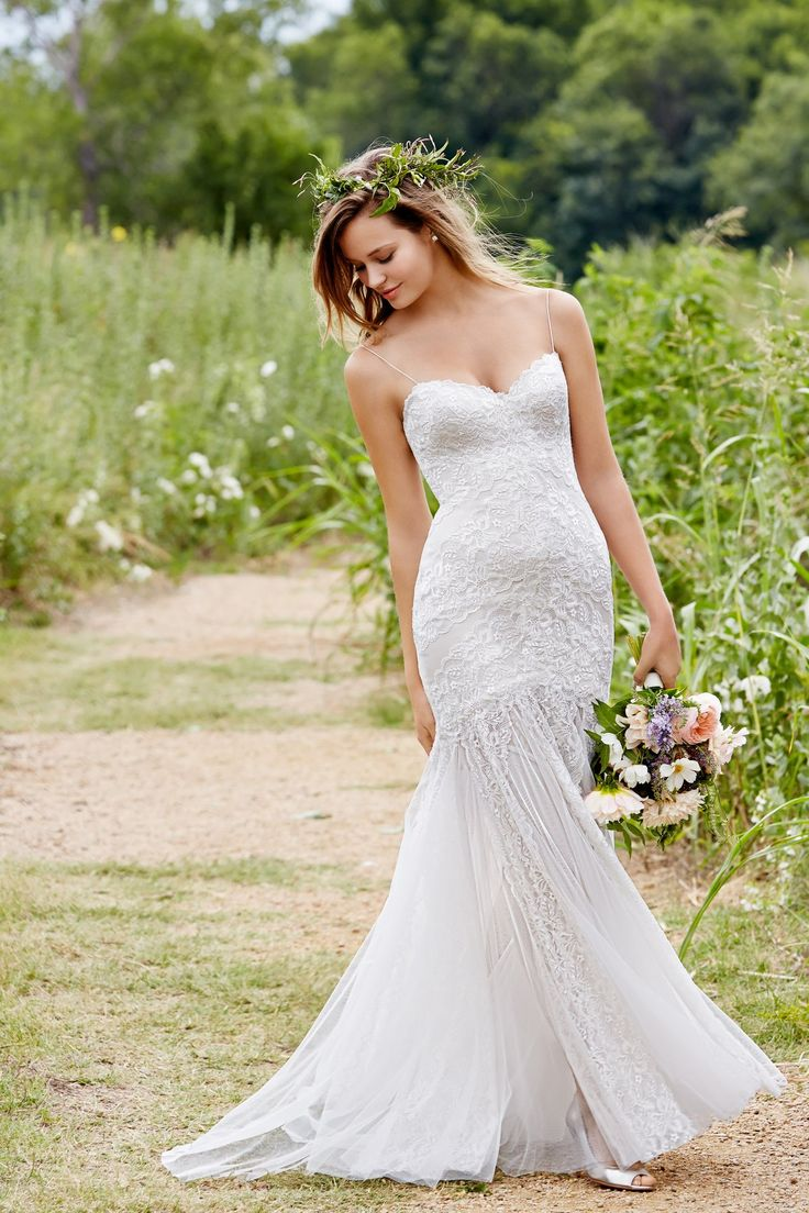 Wren from Willowby by Watters is available at Sincerely, The Bride Vancouver, WA Portland Metro #sincerelythebride #oregonbride #nwbride