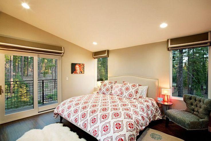 Карниз для римских штор: как выбрать, особенности монтажа и 70+ элегантных вариантов для дома http://happymodern.ru/karniz-dlya-rimskix-shtor-foto/ Классический тип держателя римских штор, крепящийся к стене. Это идеальный вариант для спальни, обеспечивающий блокировку проникновения света при опускании штор