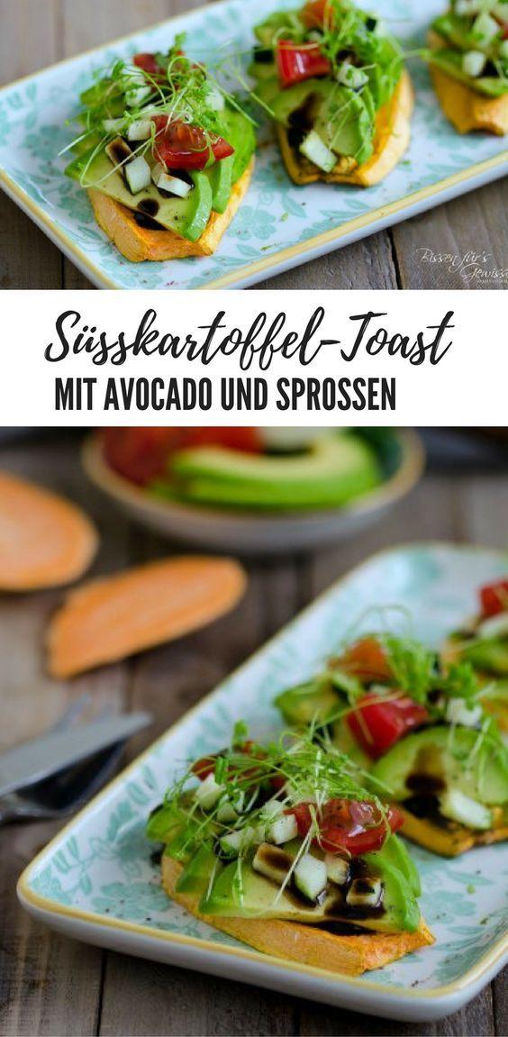 Rezept Süßkartoffel Toast mit Avocado und Sprossen, vegan, schnell und einfach. Außerdem gesund und lecker. Probiere es mal aus! #vegan #rezept #gesund