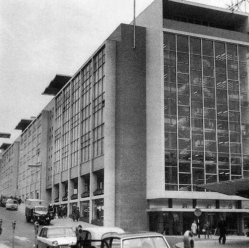 Fairfax House, Broadmead. I remember this being built/. There is a whole new shopping experience there now. This whole area had been bombed badly, thus the 'modern' building. photo by brizzle born and bred