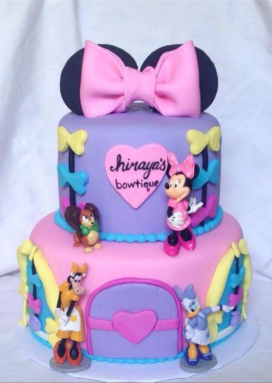 Realiza una divertida fiesta con los personajes de Minnie Mouse y Daisy. En este tema predominan los colores blanco, rosa y lavanda, pero puedes emplear otros colores para darle tu toque personal.
