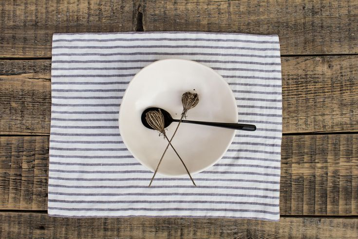 Linen placemats, Striped placemats, Scandinavian minimalist style, Reversible mats, Gray stripes,  Modern  farmhouse by alabatis on Etsy https://www.etsy.com/listing/593823781/linen-placemats-striped-placemats