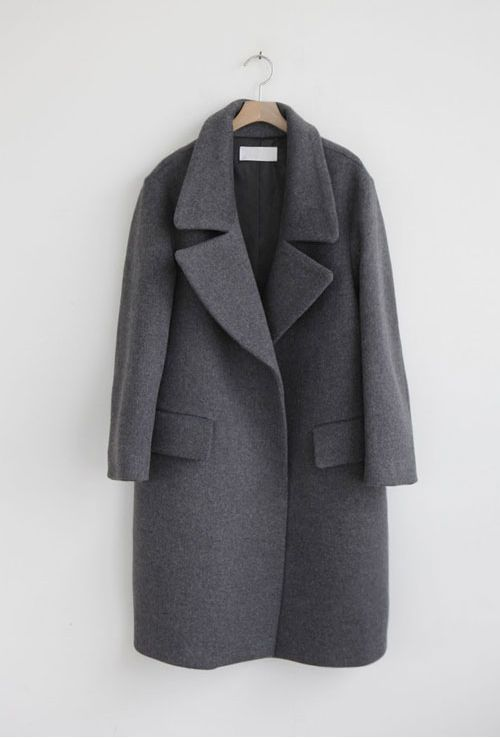 medium/dark grey coat | oversized collar | button up | medium length | large pockets | modern, minimal, chic | fall/winter fashion | street style inspiration