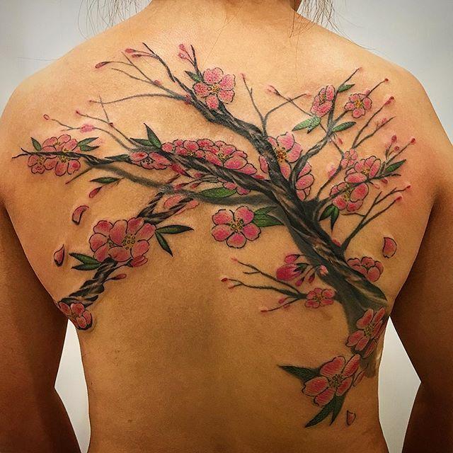 【horihii】さんのInstagramをピンしています。 《Last work. Cover up scar #桜 Arigatou Penny大き目の傷のcover upでしたが、とっても頑張ってくれたお陰で無事に完成する事が出来ました✨往復4時間の旅も、お疲れ様でした❣❣またご縁があります様に。。。 #cherryblossom #cherryblossomtattoo #sakura #sakuratattoo #tattoo #ink #irezumi #タトゥー #刺青 #sydneytattoo #japanesetattoo #japanese #broadwaytattoosydney #coveruptattoo #木 #scar #coverupscartattoo #感謝》