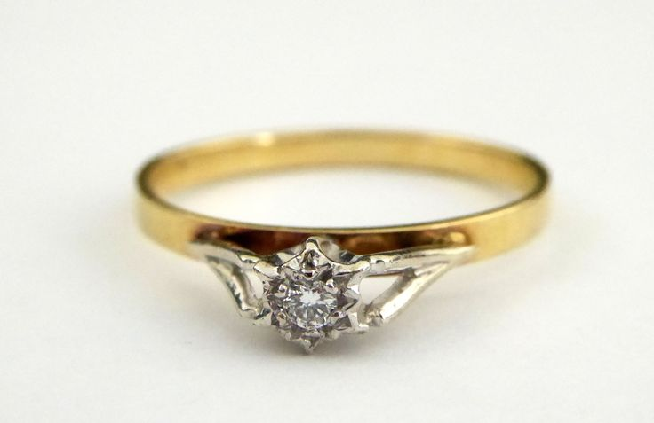 Vintage 18ct Gold Ring with Diamond Setting Size O - The Collectors Bag