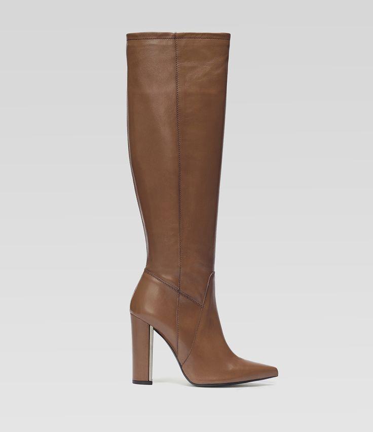 Spitzer Langschaftstiefel mit Blockabsatz #poilei #shoes #brown