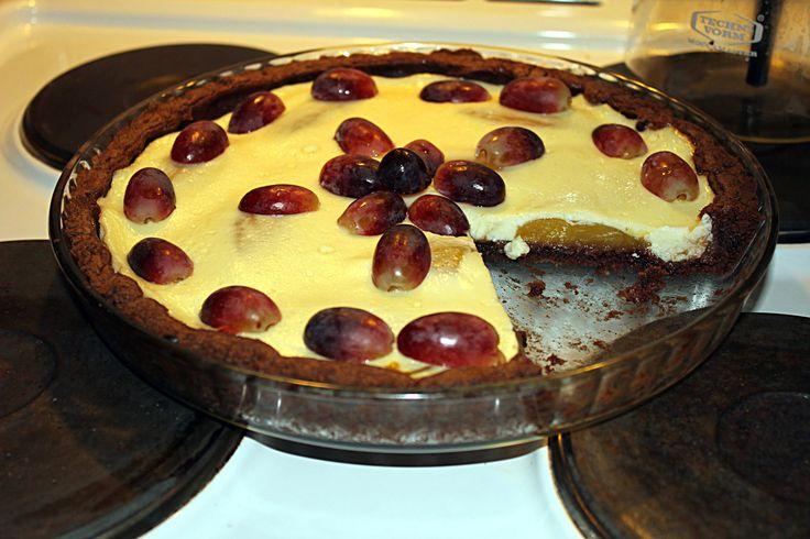 Olen mukana Suosittelumedia Hopottajissa ja tälläkertaa testissä on Myllyn Paras Pyöreä Suklaataikina. Tästä tuotteesta taisi tulla mun suosikkini heti ensi kokeilusta. Pohja on ihanan suklaista siis aivan suussa sulavaa. Kuvan piirakka on mangorahkatäytteellä ja mango toimi yllättävän hyvin suklaapiirakssa. Lisätietoja piirakkapohjasta löytyy linkistä http://www.hopottajat.fi/suklaataikina/ #myllynparas #suklaataikina