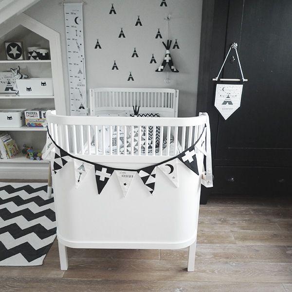 Als decoratie aan de muur, een plankje of aan het plafond van de baby,- of kinderkamer. Deze vlaggenlijn geeft sfeer en gezelligheid.