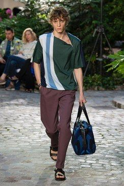 02c957d203a6 Hermès Spring 2019 Menswear Fashion Show Collection  See the complete Hermès  Spring 2019 Menswear collection. Look 21