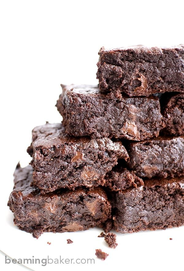 The BEST vegan brownies you've ever had: divinely rich, super fudgy, moist brownies bursting with chocolate flavor. #VEGAN #maplesyrup