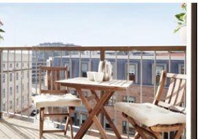 Penthouse med 2 altaner og elevator lige til døren, en unik lejlighed.    Beliggende centralt i det eftertragtede kvarter bag Tivoli og Glypoteket, Her har du byen som nabo uden megen støj. Med gå afstand til Tivoli, Rådhuspladsen, Glypoteket, Kalvebod Brygge centrum, teatre, biografer og gode restauranter, kan du ikke bo meget bedre i København