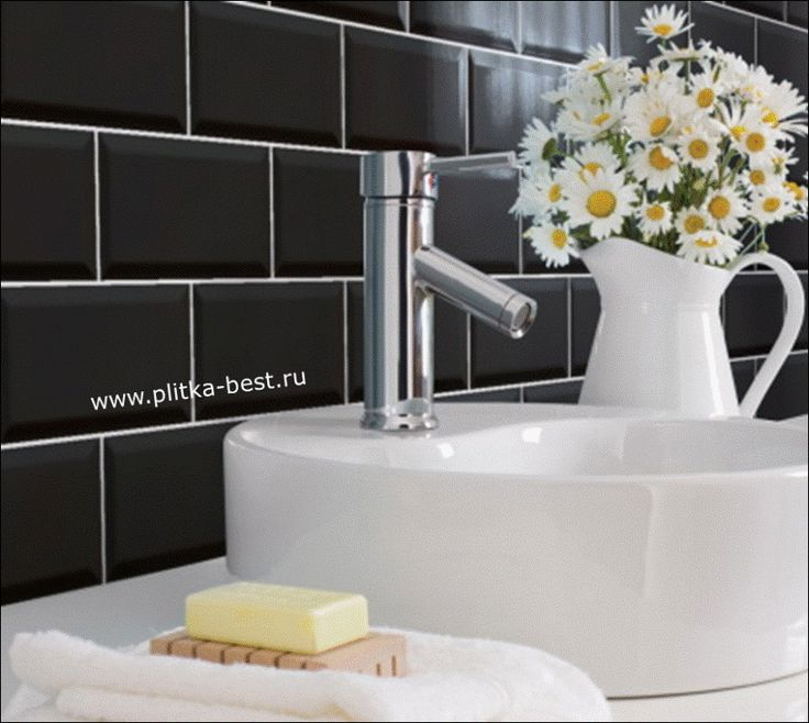 фото черной плитки с ромашками фабрики Ceramicalcora коллекции Biselado