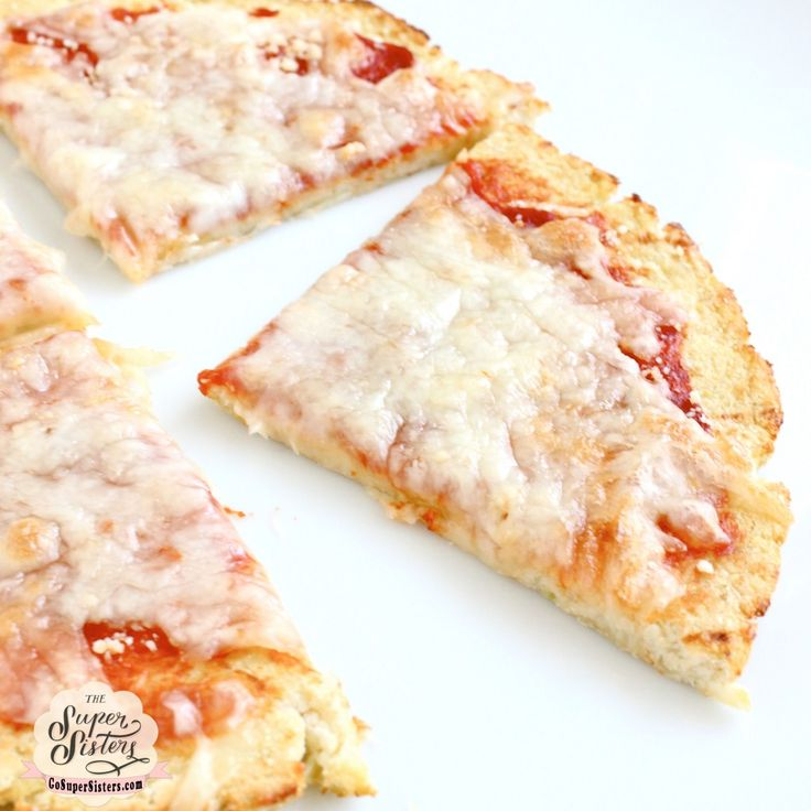 A cauliflower pizza that you can actually pick up with your hands! Plus you can eat the entire thing for less that 200 calories!