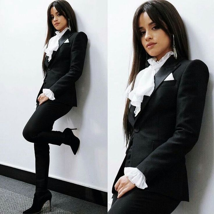 Ugh she's in a suit, too much for my gay heart *^*