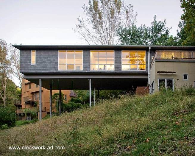 Una superficie importante de la residencia está soportada en columnas de acero