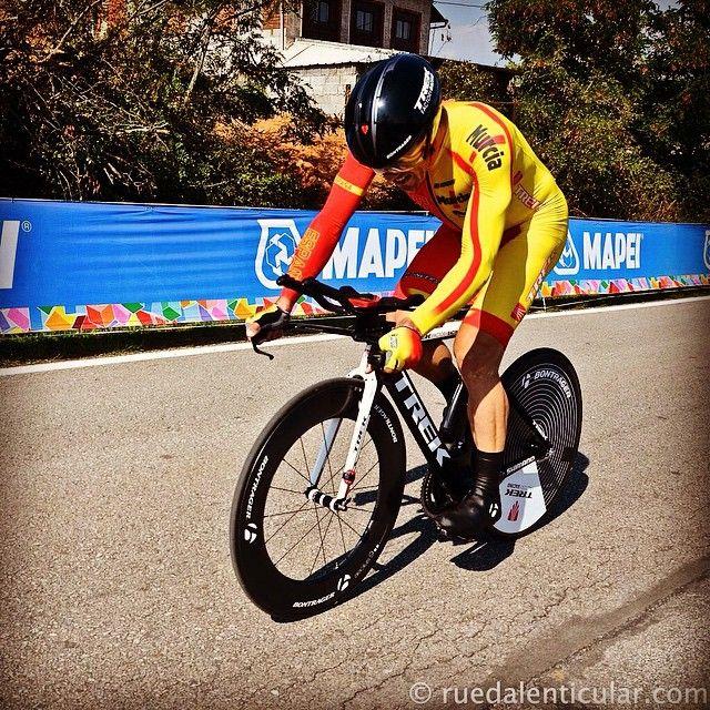 Markel Irizar en la crono del campeonato mundial de Ciclismo de Ponferrada 2014 con la equipación de Inverse