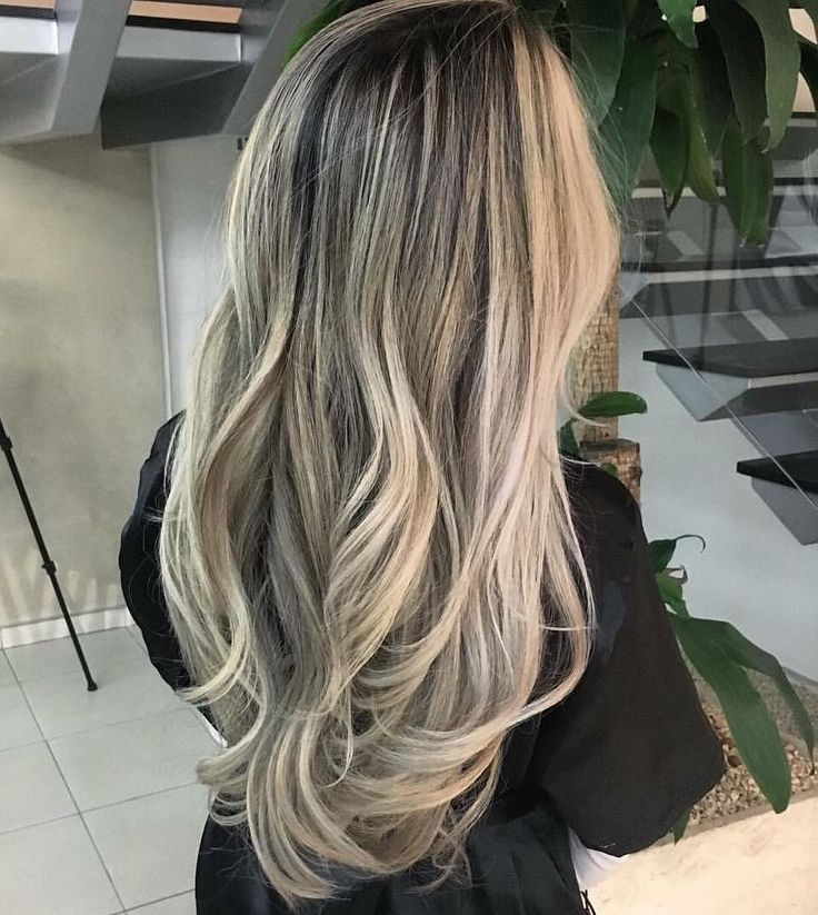 Tons de manteiga e pérola  #RickyMoica #MagicomMoica #loira #loiro #blond #blondhair #blonde #blondehair #cabeloloiro #olaplex #olaplexBrasil #wella #wellabrasil #luzes #highlights #pontodeluz #loiroiluminado #megablonde #megablond #creamyblonde #creamyblond