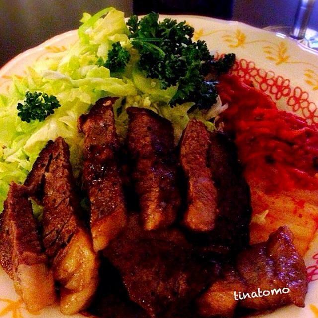 お肉とお野菜と発酵食品のトリオで^o^ - 72件のもぐもぐ - ステーキ!キャベツ!キムチ by Tina Tomoko