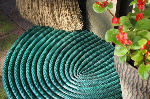 Garden Hose Door Mat Tutorial - don't throw away your leaky hose! This would be great to have at the entrance to a shed.