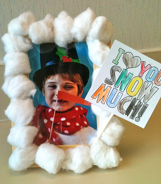 Photo snowman idea to a cute card - possible idea for the winter party.  Could have the teacher take pictures and print before the party.