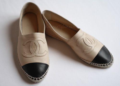 Queridinhas dos anos 70 …Confortável, prática e com estilo,esse sapato voltou com tudo!Quem despertou o desejo das fashionistasde plantão foi a Chanel, trazendo de voltao seu charme fashion! Além da Chanel, já temos por aqui várias marcas que reproduziram a fofice. É só procurar e...