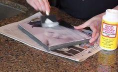 Ze plakt een foto op een stuk canvas. Het eindresultaat? Ik ga VANDAAG nog naar de Action!