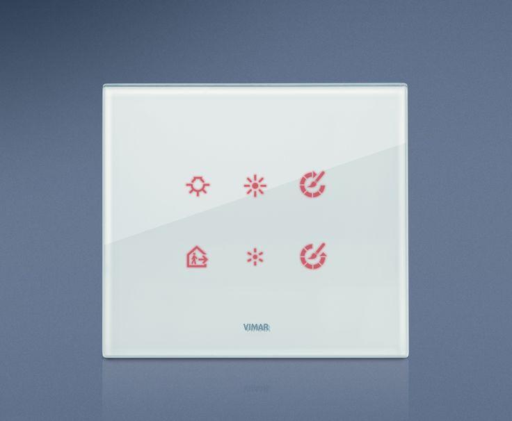 La serie civile Eikon e la domotica di Vimar. Eikon Tactil in cristallo vista frontale.