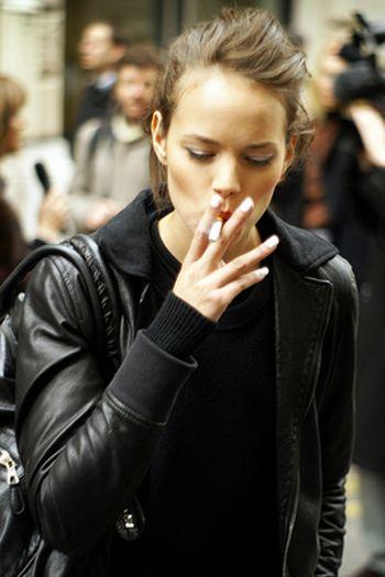 Teens Smoking Cigarettes | teen smoking a cigarette ...