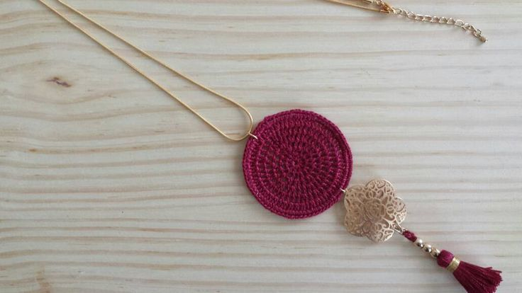 Long necklace with flower pendant