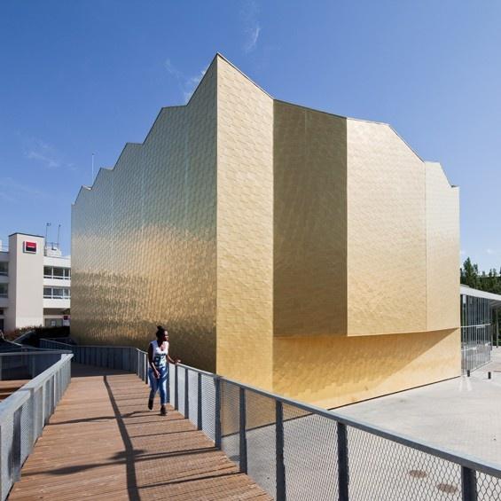 """A Cergy-Pontoise, dans le Val-d'Oise, l'agence Gaëlle Péneau architectes associés a réalisé la réhabilitation et l'extension du """"Théatre 95"""".  http://www.archidesignclub.com/magazine/rubriques/architecture/44998-ga%C3%ABlle-p%C3%A9neau-architectes-associ%C3%A9s-th%C3%A9%C3%A2tre-95.html#"""