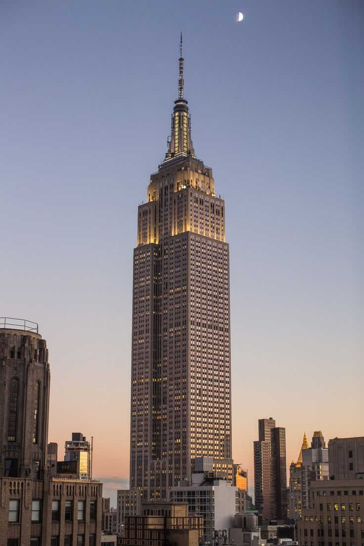 The most famous skyscraper in NEW YORK and in the world....Art decò Empire State Building  443 m