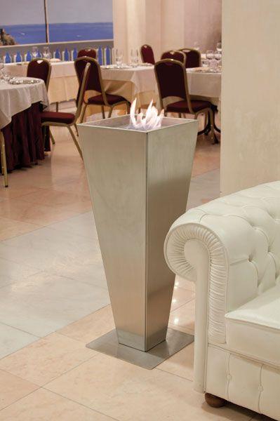 TORPE STEEL Vasi in acciaio con base in acciaio. Utilizzabili sia in casa che in ambienti contract (hotel, residence, ristoranti). Ispirano un'atmosfera antica con un accento moderno.