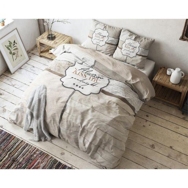 Meget komfortabelt og lett sengetøy.1 stk. dynetrekk str. 140 x 200/2201 stk. putetrekk str. 60 x 70Dette sengetøyet er i 100 % mikropercal.Sengetøy i percale føles m