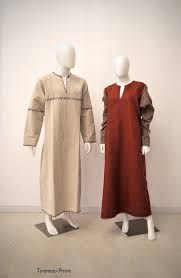 Risultati immagini per abiti  popolari storici medioevo