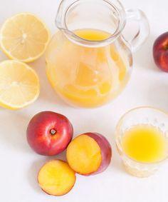 [ Nektarinjuice ] 6-7 nektariner / 6 dl vatten / ½ citron | Skala nektarinerna, skär loss fruktköttet. Mixa det tillsammans med vattnet + saften från en halv citron. Sila om du vill ha en slät juice eller drick som den är om du gillar lite tjockare juice med fruktkött.