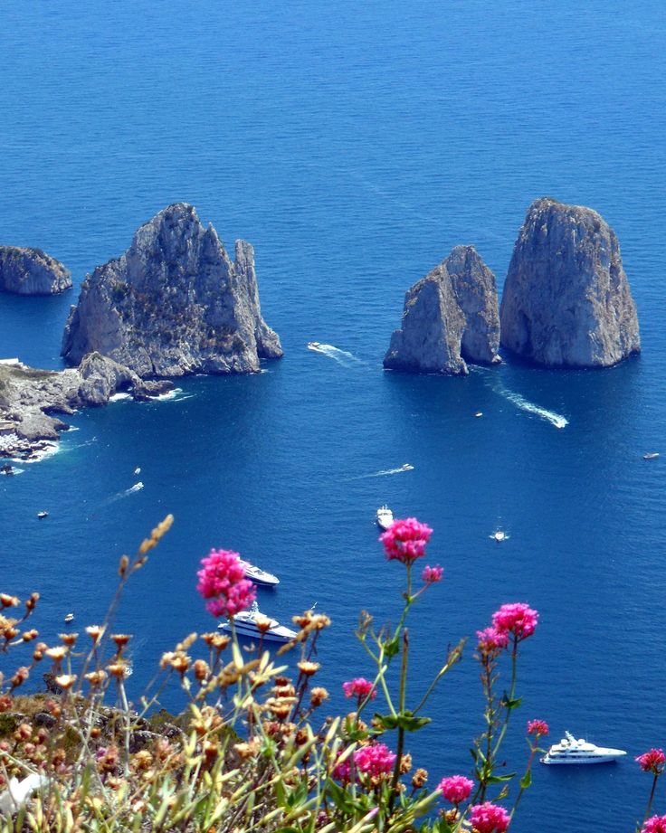Thinking of a day trip to Capri? Read on... http://www.ablondeinanairport.com