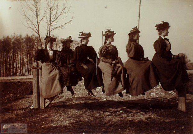 Zdjęcie numer 3 w galerii - Damy na Błoniach. Sesja fotograficzna sprzed lat [ZDJĘCIA]