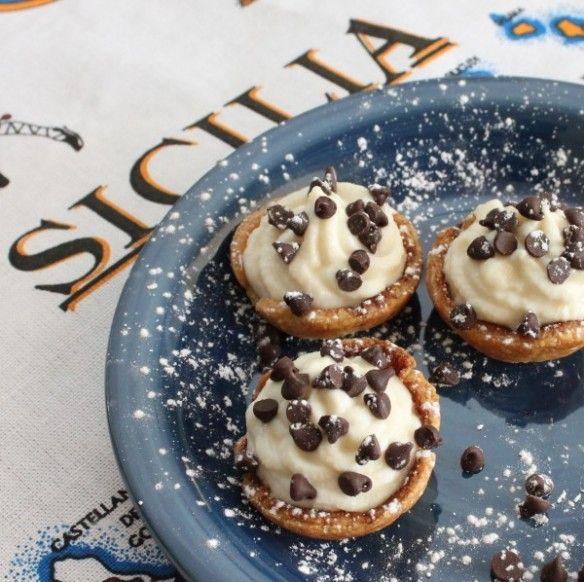 Cannoli Cupcakes for my very italian Christmas