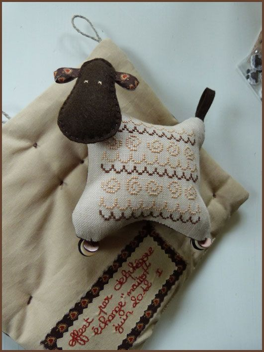 tout mignon brodé - lovely little sheep