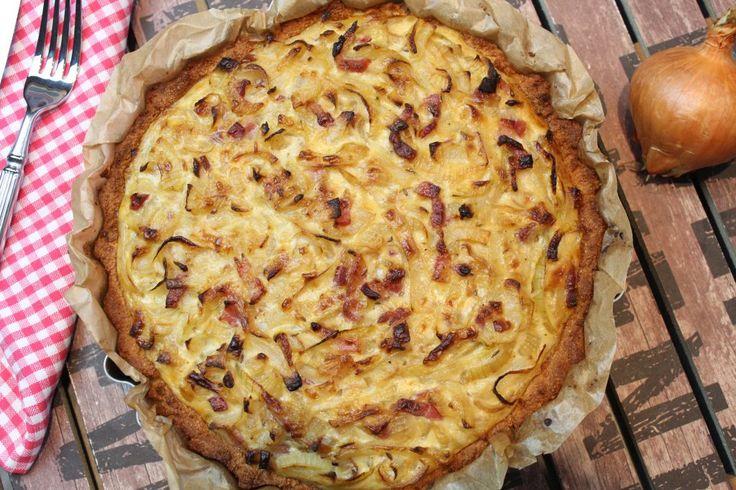 Low Carb Zwiebelkuchen. Der leckere Herbstklassiker. Jedes Jahr wieder gut… 4 Portionen Der Boden 80 g Mandelmehl nicht entölt 95 g Haferkleie 1 TL Salz ½