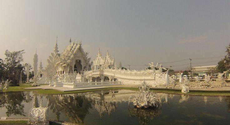 Chiang Rai. White temple.