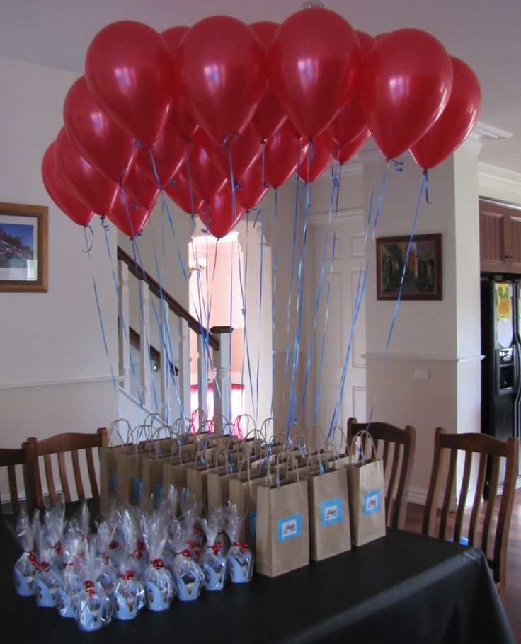 DIY kids party gift bags, balloons & take home cupcakes. So effective & so easy to do...Oh and I had a ball doing it too ;)