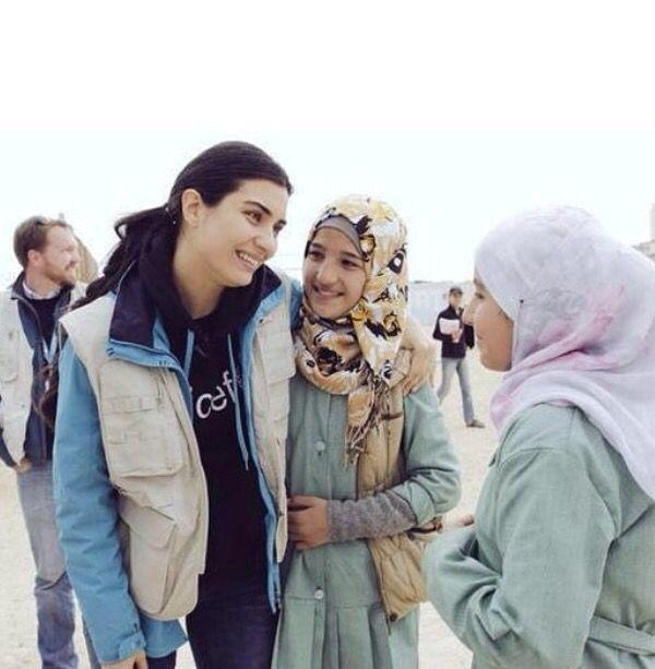 UNICEF Goodwill ambassador Tuba Büyüküstün visits children of Syria in Zaatari camp in Jordan