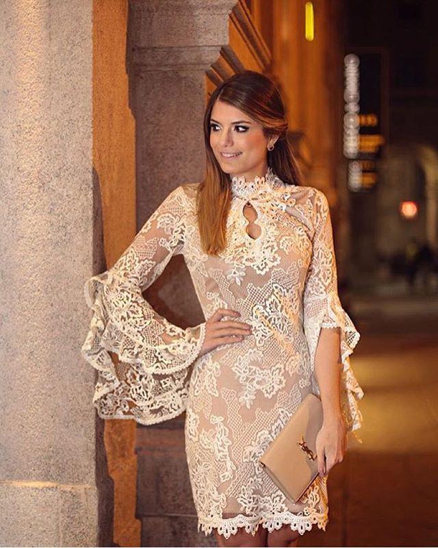A bela @arianecanovas usando nosso vestido em tule bordado em sua viagem a Milão na Itália ❤️ na semana de moda 😍 ela arrasa não é meninas?