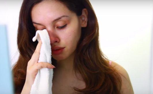 Essa mulher pegou a escova de dentes e escovou seu nariz até ter esse resultado.