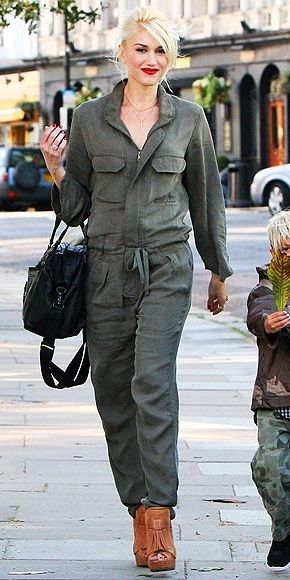 Гвен Стефани на улицах Англии в комбинезоне в стиле милитари