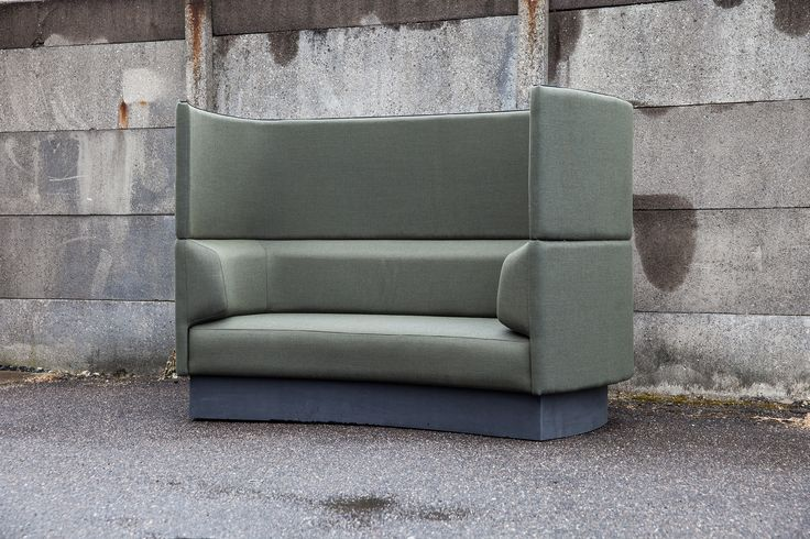 Impact convertible lounge sofa with embracing curves. Konverterbar sofa med venlige kurver. Acoustic sofa, akustisk sofa